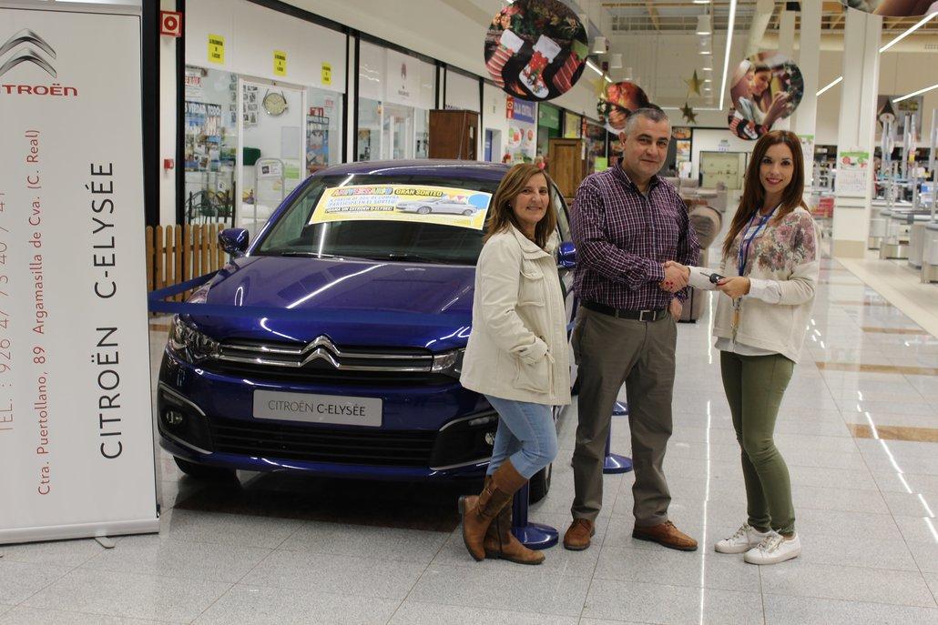 E.Leclerc Puertollano entrega el coche sorteado del aniversario