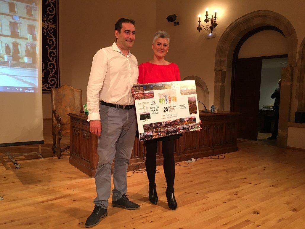 Gala cross Soria entrega agradecimiento a E.Leclerc