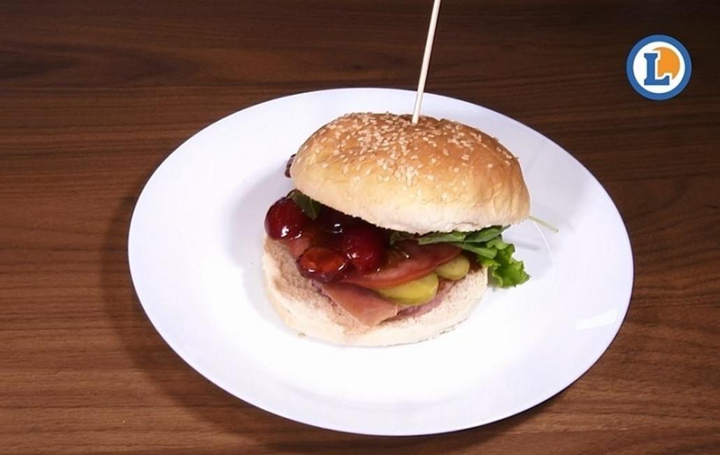 Prepara una deliciosa hamburguesa gourmet en pocos pasos y sin gastar demasiado